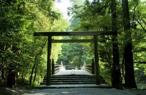 森がある神社、磐座(いわくら)などの聖地