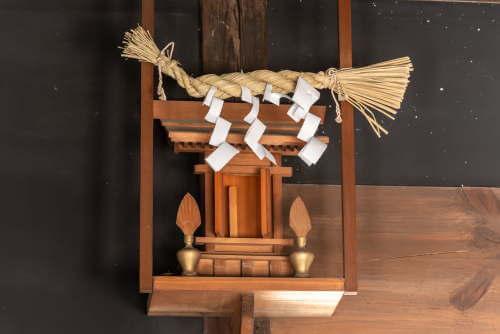 神棚の基本配置~神棚を安置する場所&方角や向き